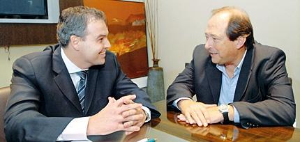 Ernesto Sanz junto al Lic. Gustavo Ick