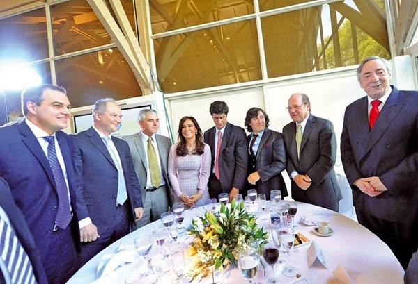 Gustavo Ick junto a Nestor Kirchner y Cristina Fernández de Kirchner